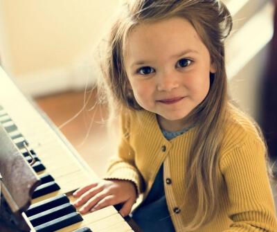 Poptáváme klavír