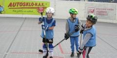 Hokejbalový zápas předškoláčků