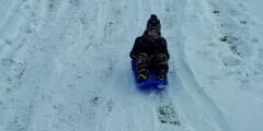 Modráčci bobují a užívají si sníh