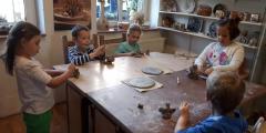 Modráčci v keramické dílně