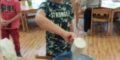 Modráčci pečou cuketovou dobrotu