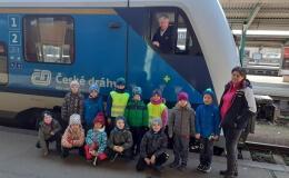 Modráčci na exkurzi na vlakovém nádraží